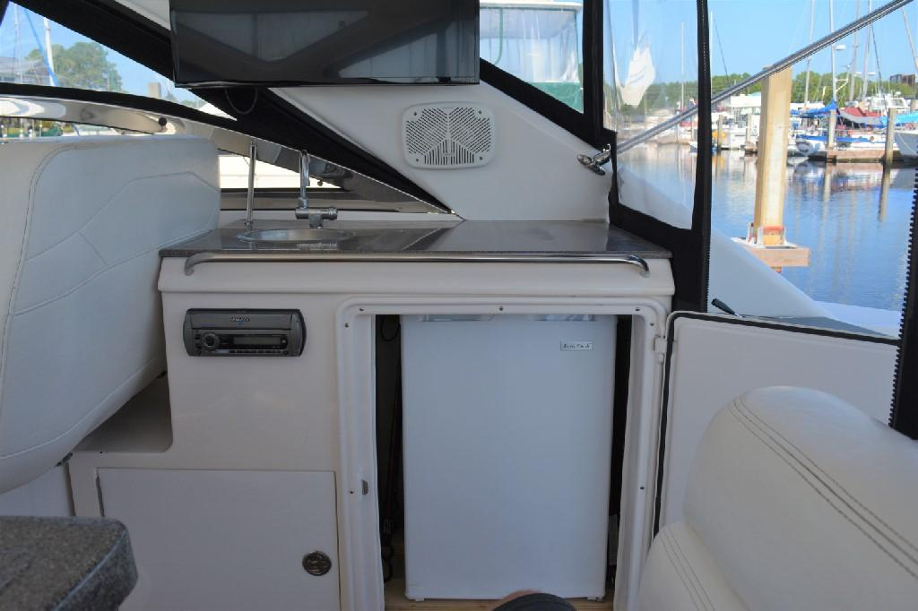 Regal 4460 Commodore - Cockpit Wet Bar with Refrigerator