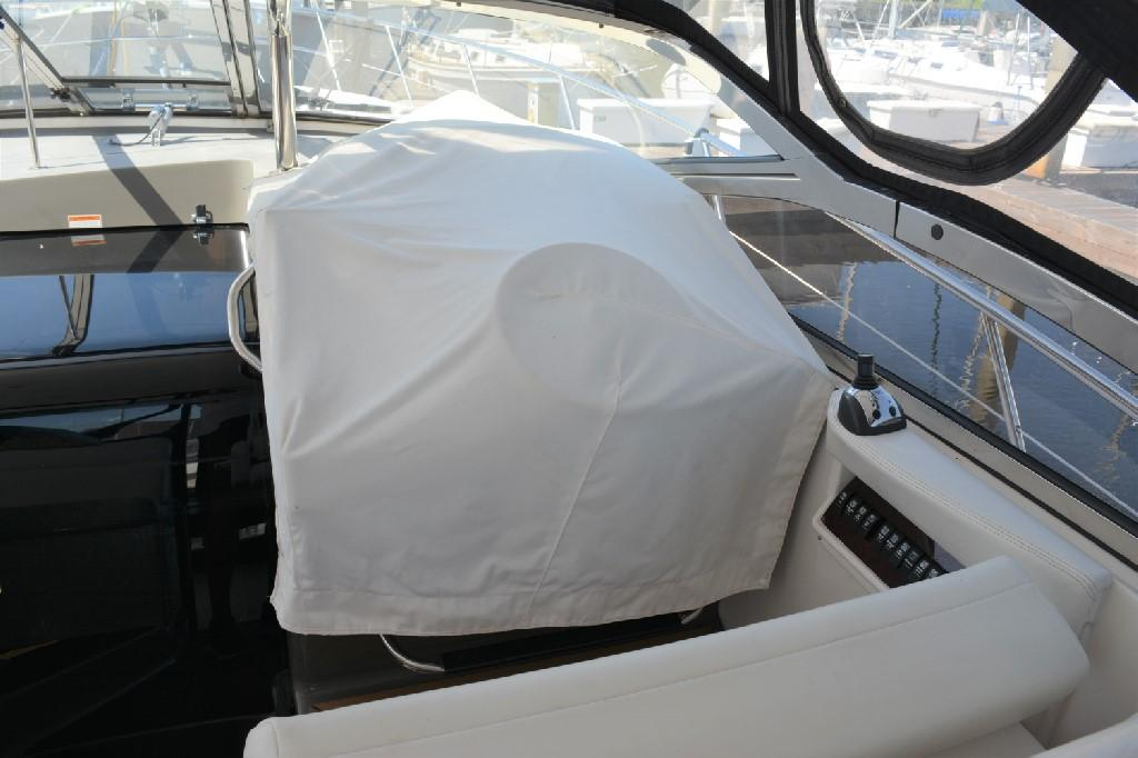 Regal 4460 Commodore - Helm w Cover