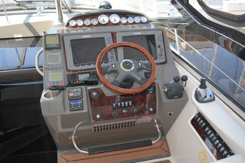Regal 4460 Commodore - Helm
