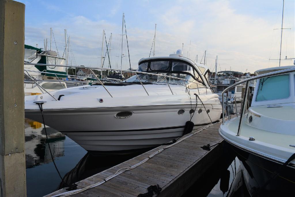 Regal 4460 Commodore - Port Bow