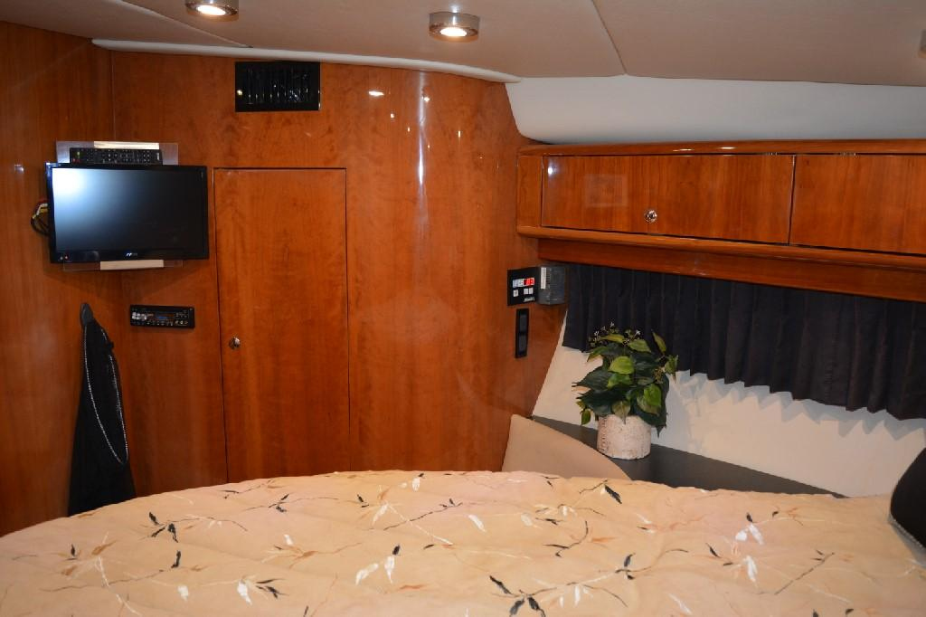 Regal 4460 Commodore - Master Stateroom to Port
