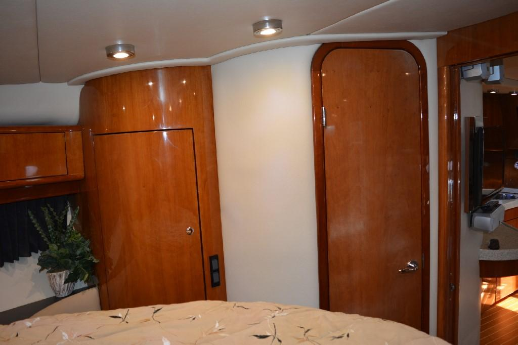 Regal 4460 Commodore - Master Stateroom to Starboard
