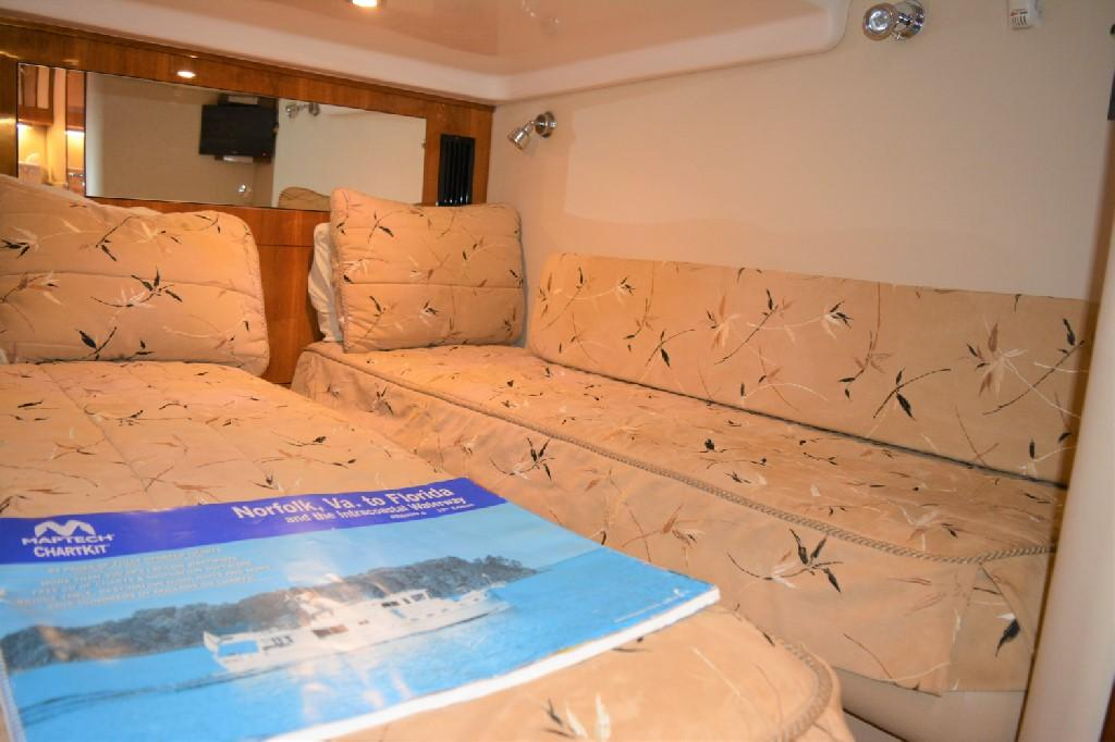Regal 4460 Commodore - Guest Berth