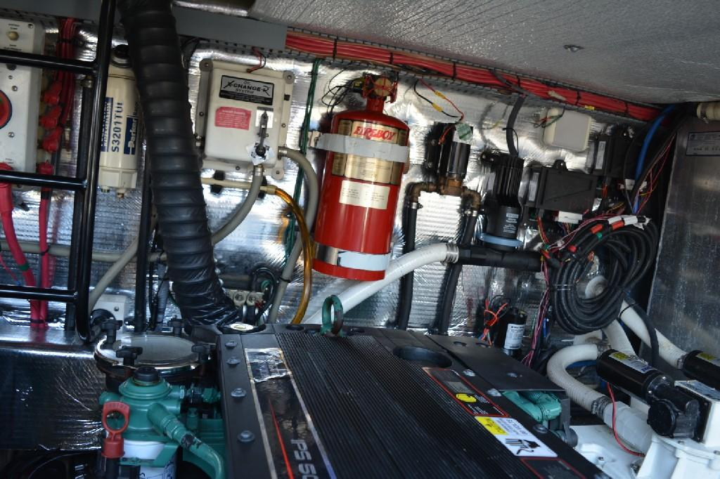 Regal 4460 Commodore - Engine Bay to Starboard