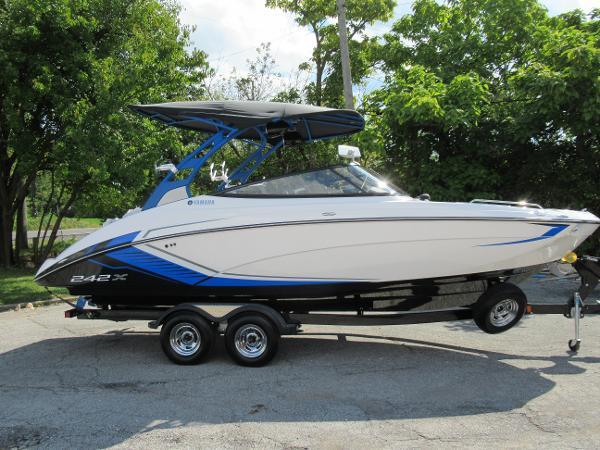 2018 Yamaha Boats 242X