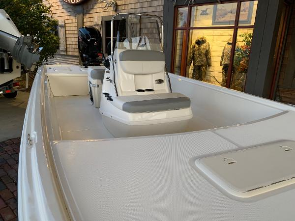 2021 Mako boat for sale, model of the boat is Pro Skiff 19 CC & Image # 3 of 12