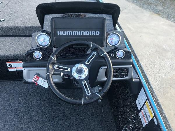 2021 Nitro boat for sale, model of the boat is Z20 Pro & Image # 7 of 11