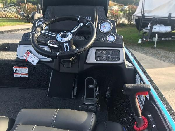 2021 Nitro boat for sale, model of the boat is Z20 Pro & Image # 10 of 11