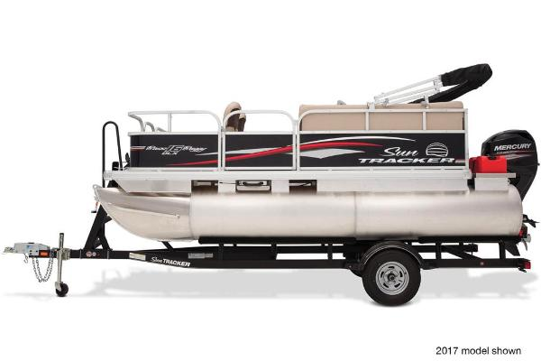 2018 Sun Tracker boat for sale, model of the boat is Bass Buggy 16 DLX & Image # 1 of 6