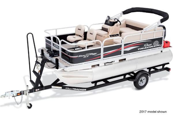 2018 Sun Tracker boat for sale, model of the boat is Bass Buggy 16 DLX & Image # 3 of 6