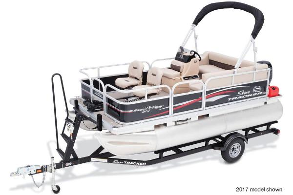 2018 Sun Tracker boat for sale, model of the boat is Bass Buggy 16 DLX & Image # 4 of 6