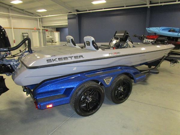 2021 Skeeter boat for sale, model of the boat is FXR20 Limited & Image # 3 of 48