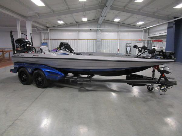 2021 Skeeter boat for sale, model of the boat is FXR20 Limited & Image # 4 of 48
