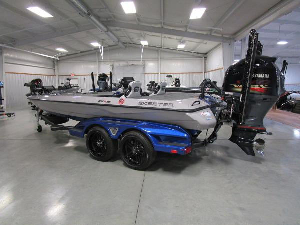 2021 Skeeter boat for sale, model of the boat is FXR20 Limited & Image # 5 of 48