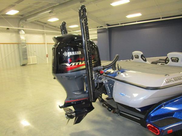 2021 Skeeter boat for sale, model of the boat is FXR20 Limited & Image # 7 of 48