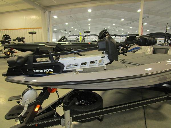 2021 Skeeter boat for sale, model of the boat is FXR20 Limited & Image # 30 of 48