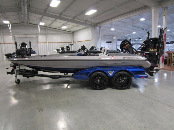 2021 Skeeter boat for sale, model of the boat is FXR20 Limited & Image # 1 of 48
