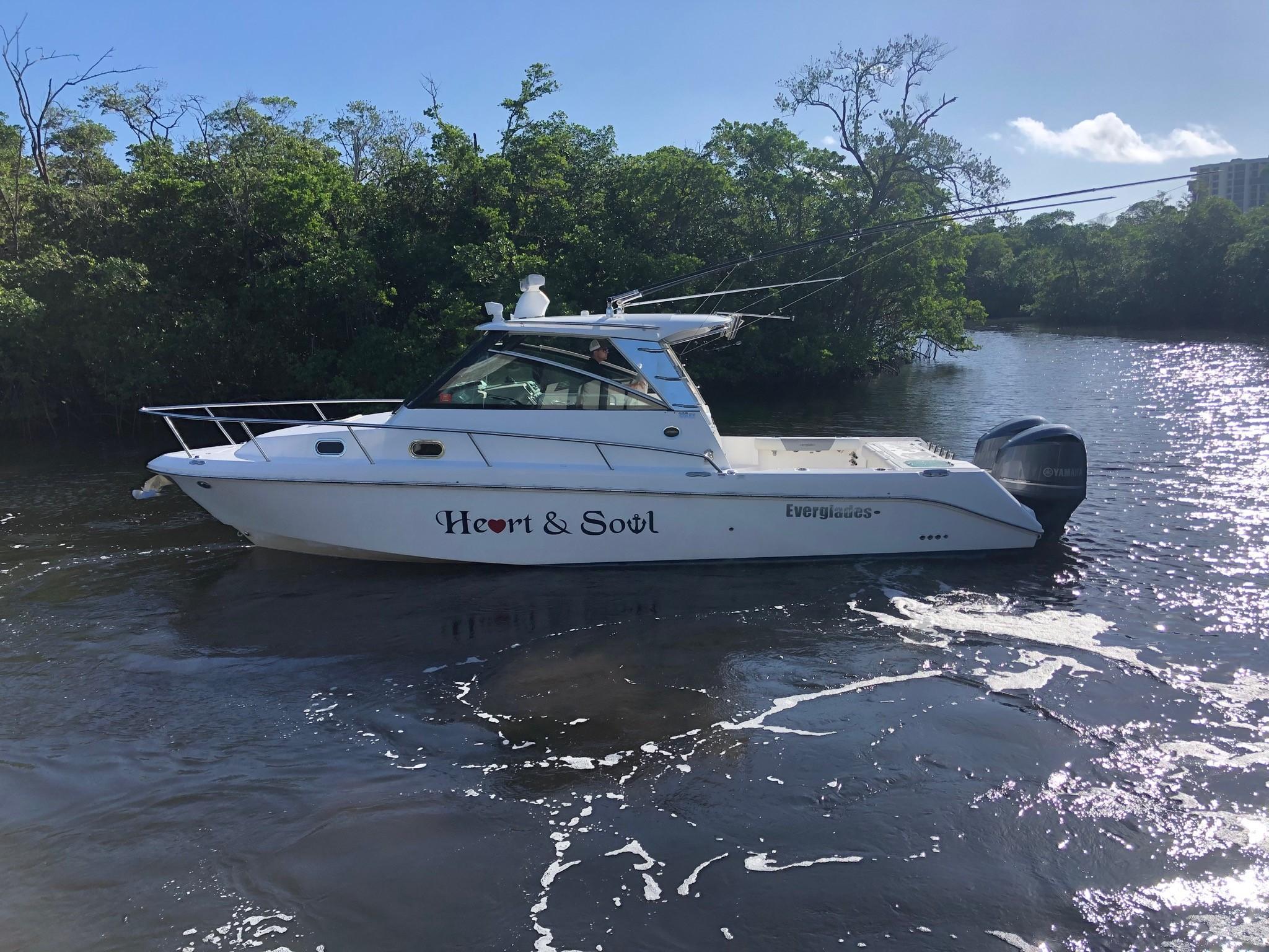 2016 Everglades 320EX
