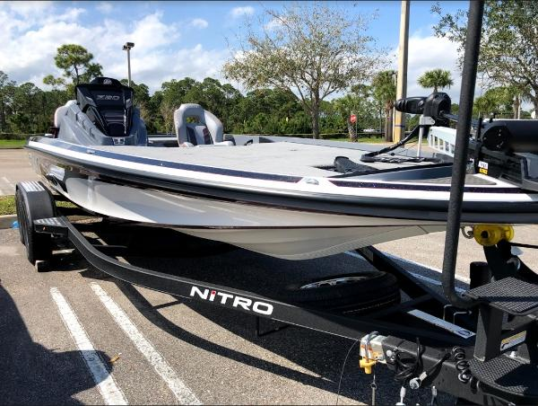 2021 Nitro boat for sale, model of the boat is Z20 & Image # 4 of 56