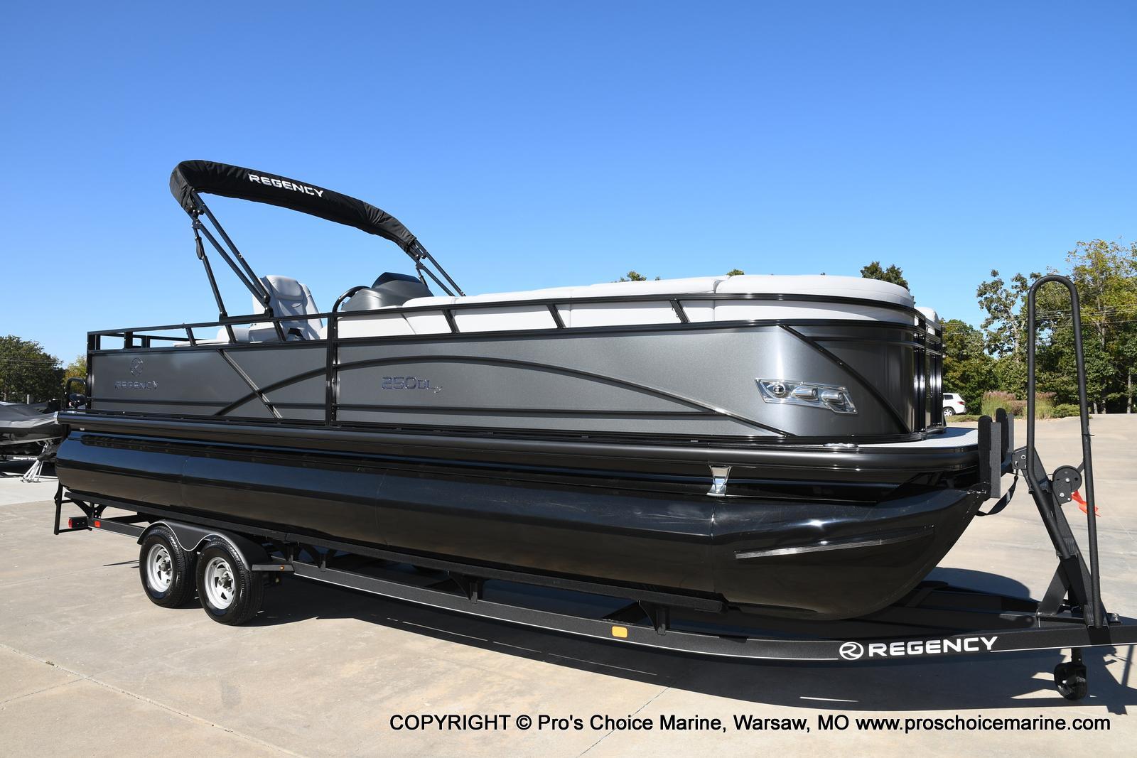 2021 Regency boat for sale, model of the boat is 250 DL3 w/250HP MERCURY VERADO & Image # 1 of 50