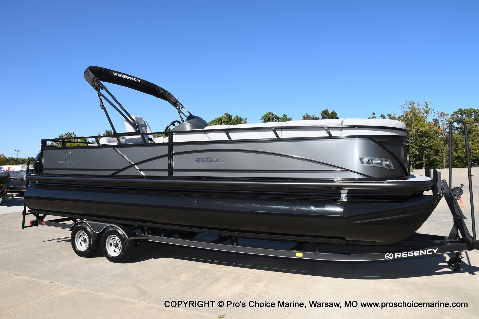 2021 Regency boat for sale, model of the boat is 250 DL3 w/250HP MERCURY VERADO & Image # 2 of 50
