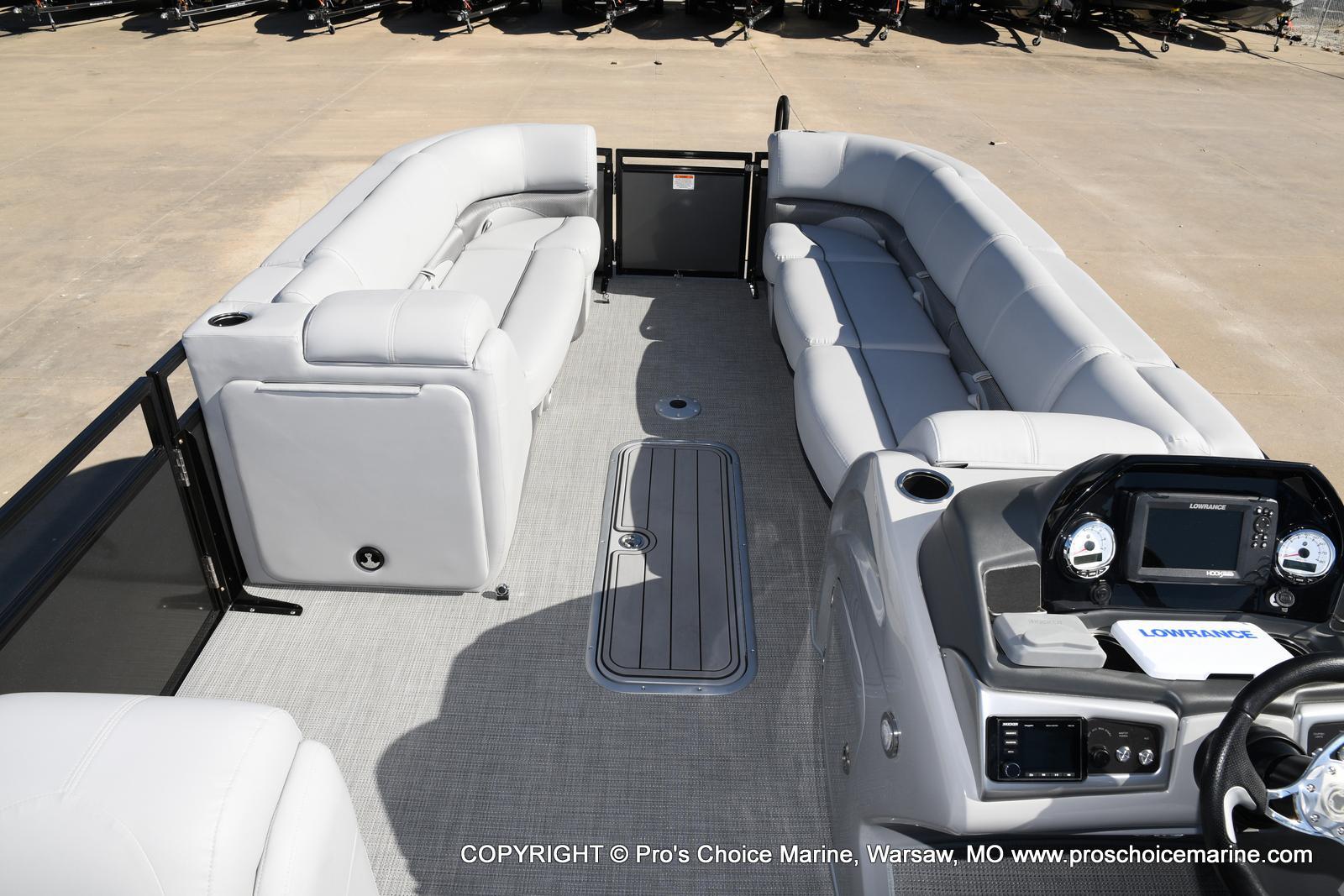 2021 Regency boat for sale, model of the boat is 250 DL3 w/250HP MERCURY VERADO & Image # 10 of 50