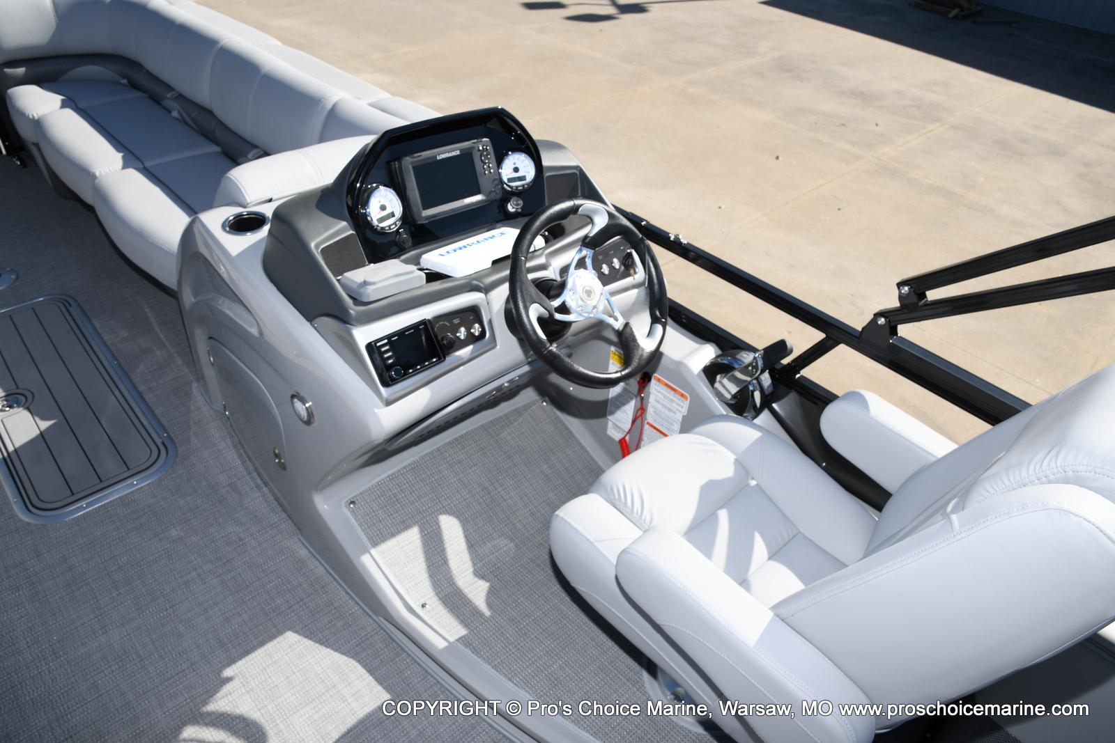 2021 Regency boat for sale, model of the boat is 250 DL3 w/250HP MERCURY VERADO & Image # 14 of 50