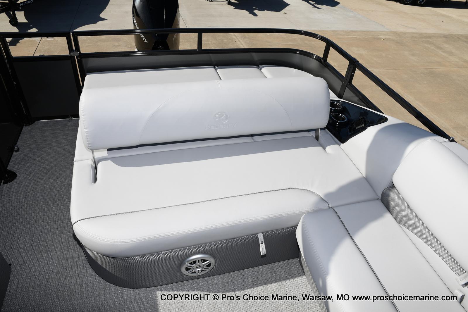 2021 Regency boat for sale, model of the boat is 250 DL3 w/250HP MERCURY VERADO & Image # 17 of 50