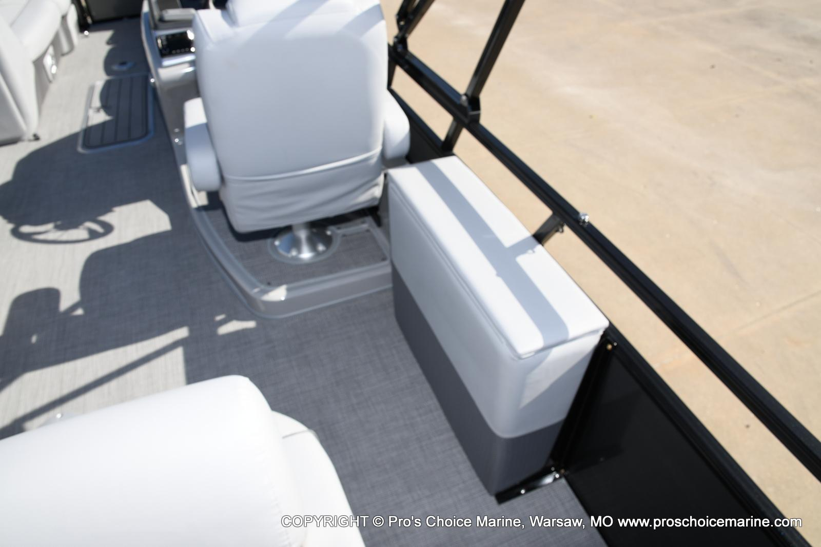 2021 Regency boat for sale, model of the boat is 250 DL3 w/250HP MERCURY VERADO & Image # 19 of 50
