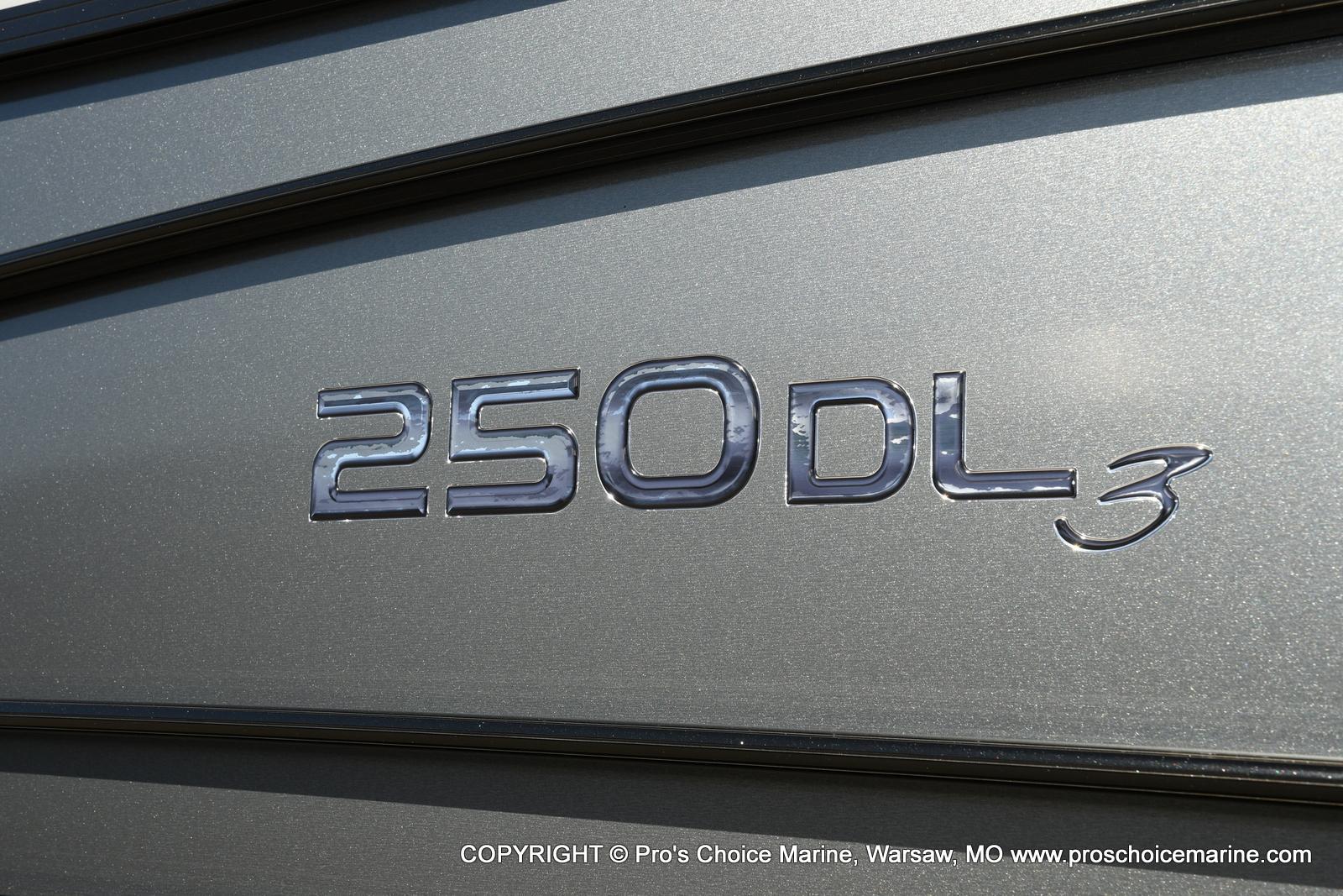 2021 Regency boat for sale, model of the boat is 250 DL3 w/250HP MERCURY VERADO & Image # 3 of 50