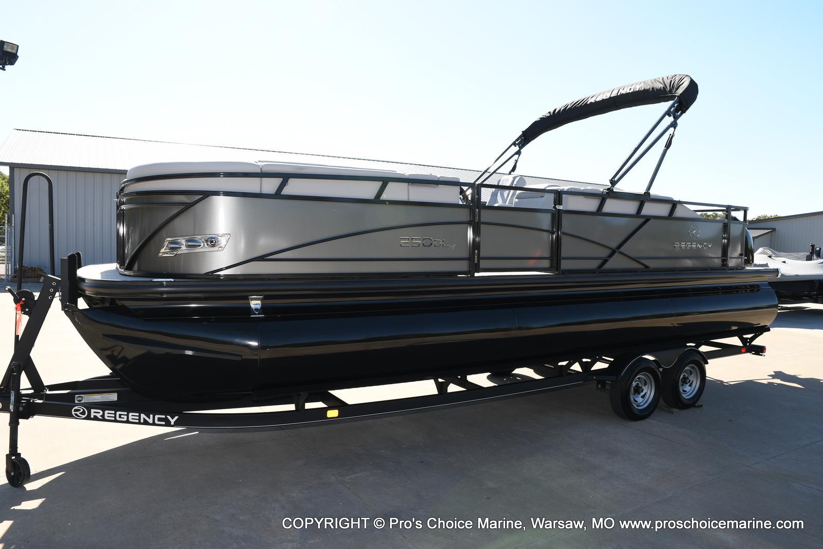 2021 Regency boat for sale, model of the boat is 250 DL3 w/250HP MERCURY VERADO & Image # 30 of 50