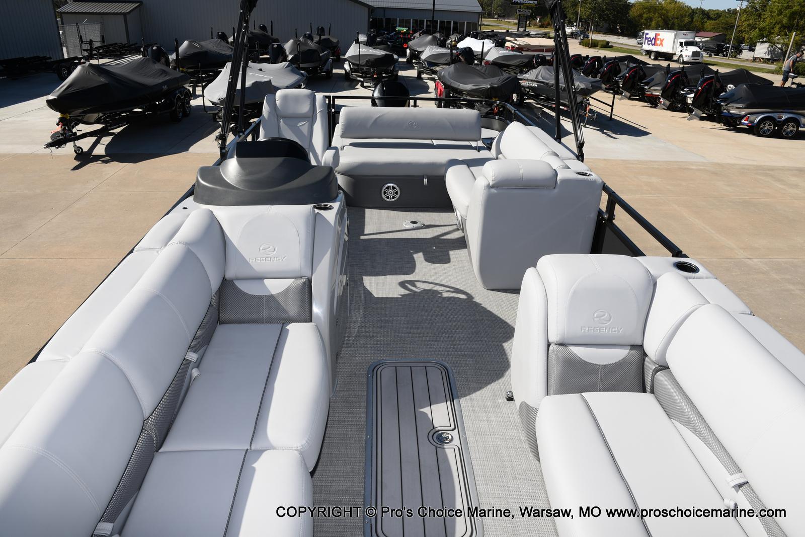 2021 Regency boat for sale, model of the boat is 250 DL3 w/250HP MERCURY VERADO & Image # 31 of 50