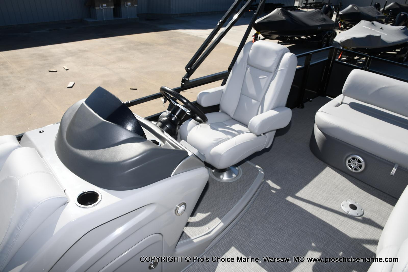 2021 Regency boat for sale, model of the boat is 250 DL3 w/250HP MERCURY VERADO & Image # 32 of 50