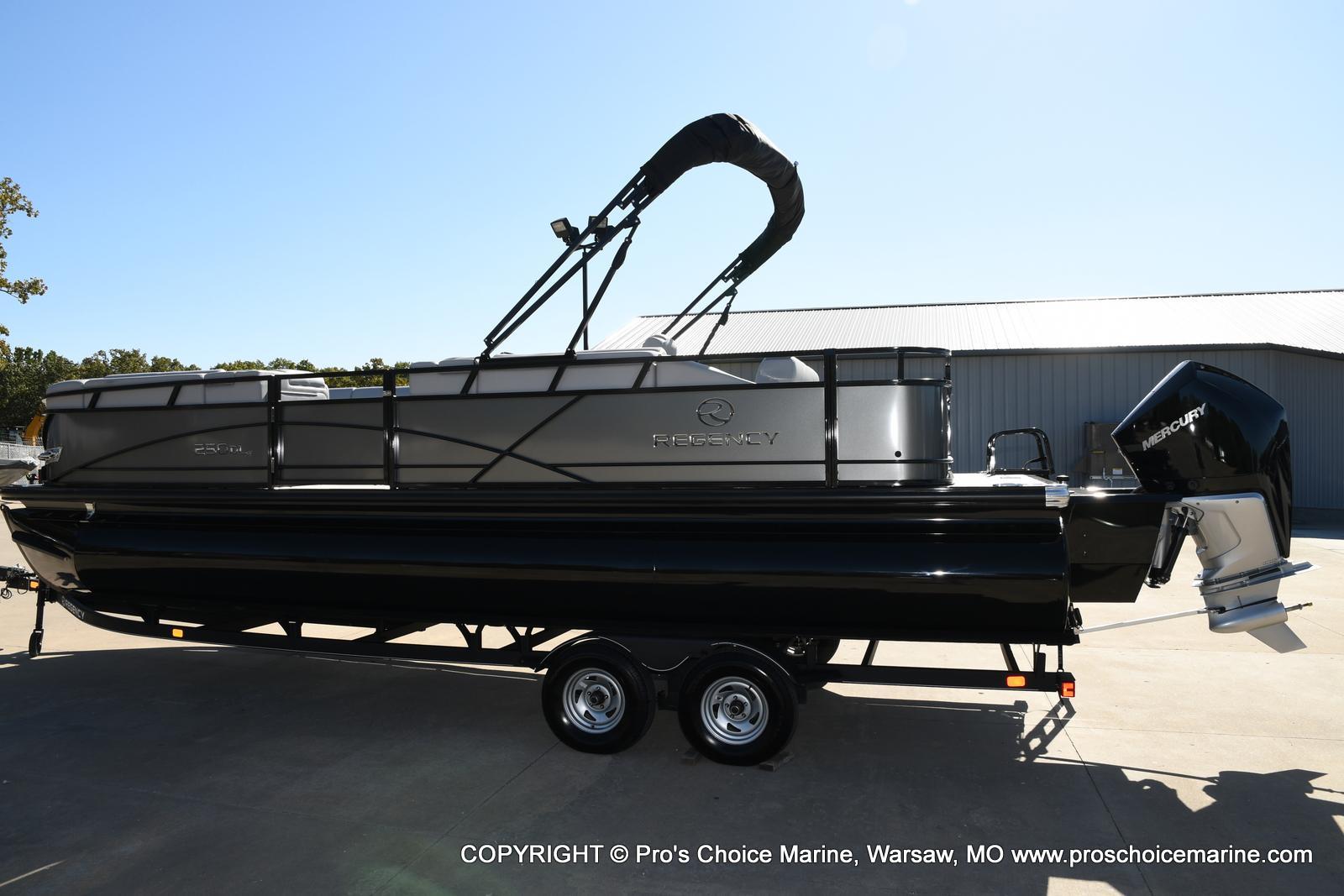 2021 Regency boat for sale, model of the boat is 250 DL3 w/250HP MERCURY VERADO & Image # 35 of 50