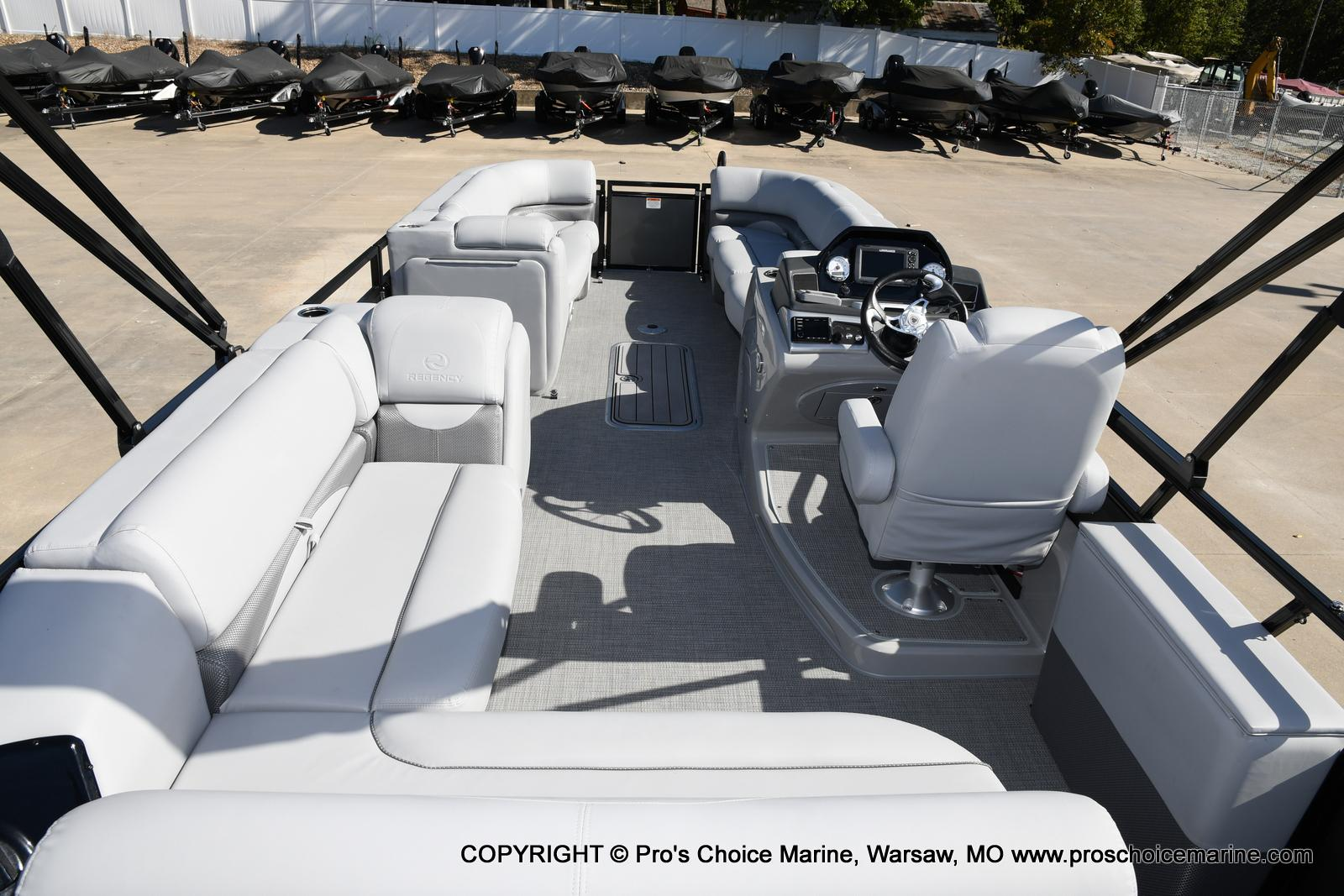 2021 Regency boat for sale, model of the boat is 250 DL3 w/250HP MERCURY VERADO & Image # 39 of 50
