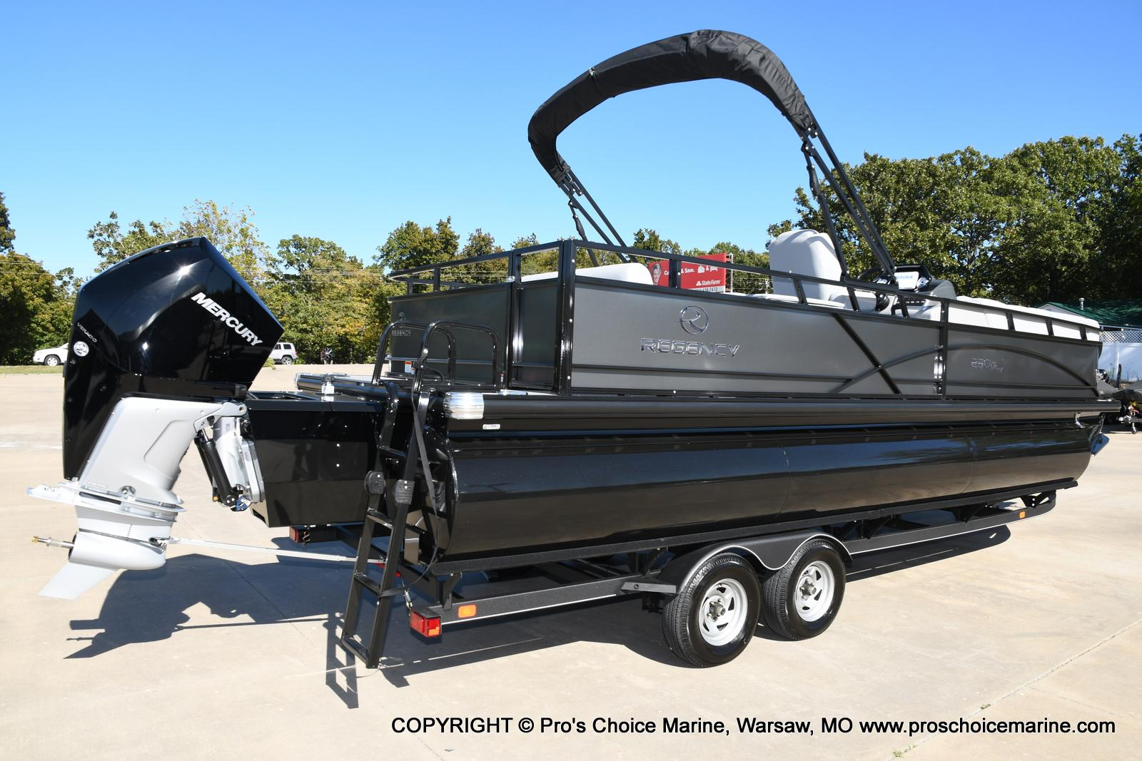 2021 Regency boat for sale, model of the boat is 250 DL3 w/250HP MERCURY VERADO & Image # 4 of 50