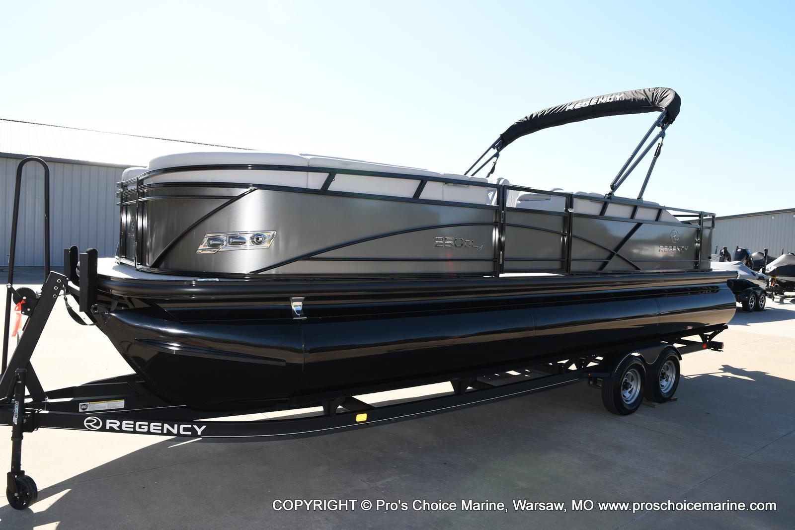 2021 Regency boat for sale, model of the boat is 250 DL3 w/250HP MERCURY VERADO & Image # 6 of 50