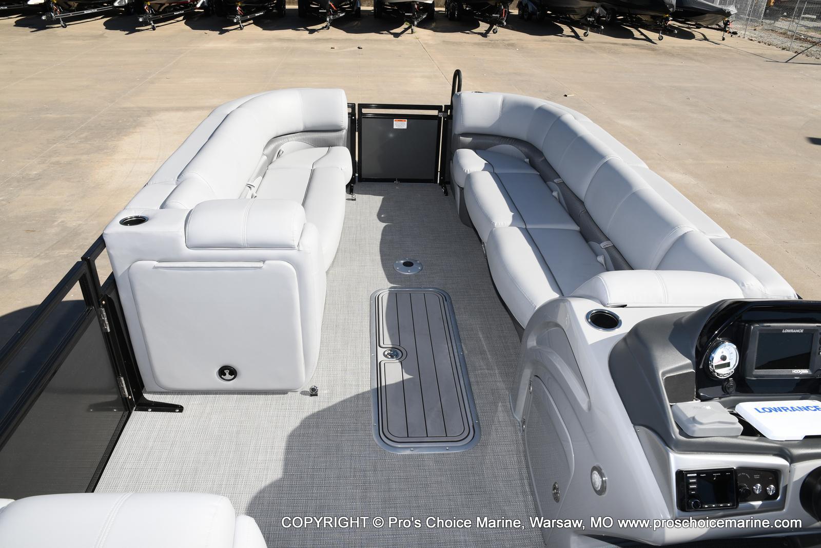 2021 Regency boat for sale, model of the boat is 250 DL3 w/250HP MERCURY VERADO & Image # 9 of 50