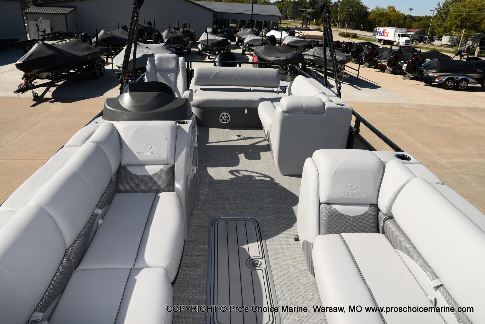 2021 Regency boat for sale, model of the boat is 250 DL3 w/250HP MERCURY VERADO & Image # 43 of 50