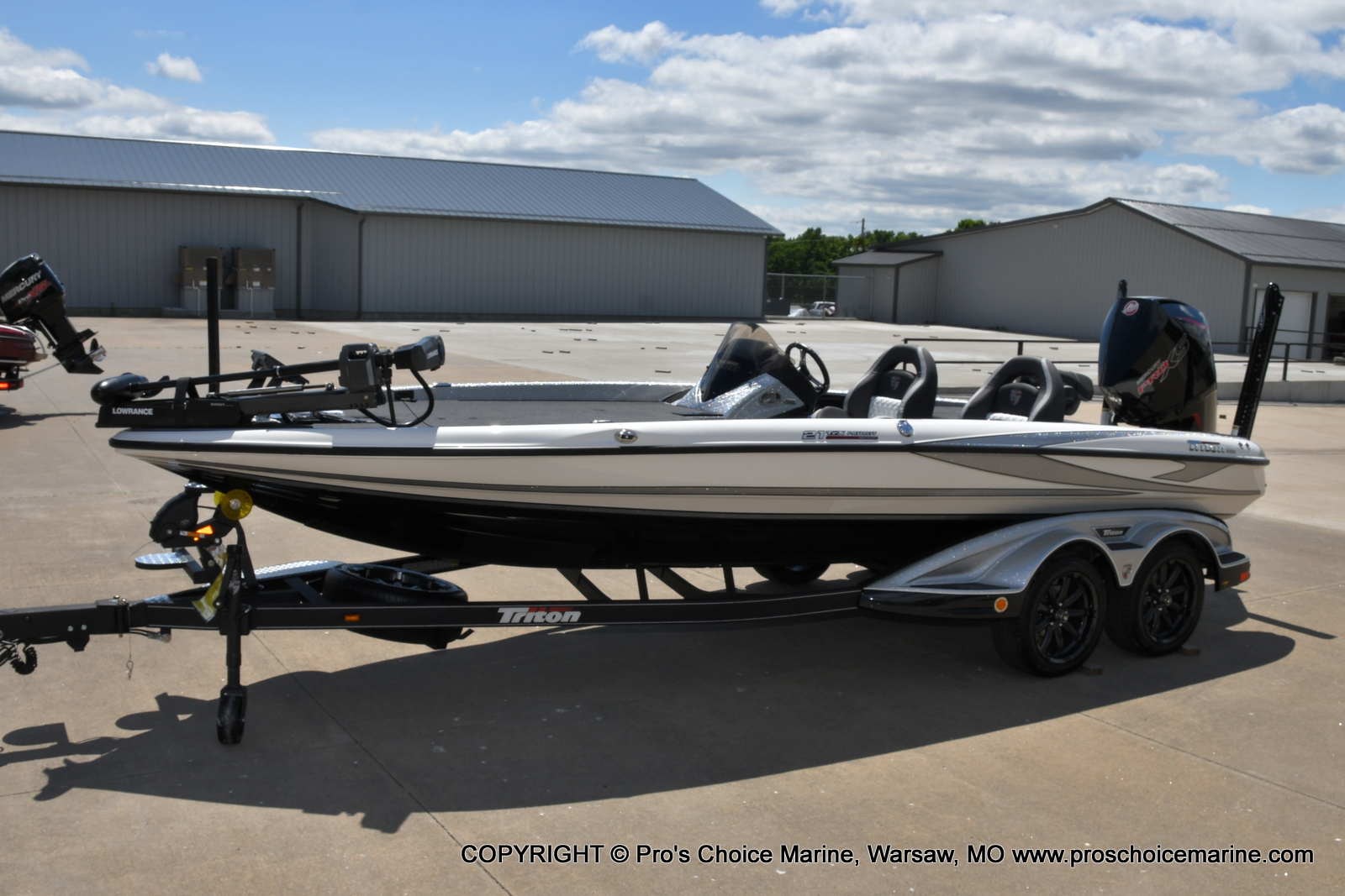 2021 Triton boat for sale, model of the boat is 21 TRX Patriot & Image # 2 of 50