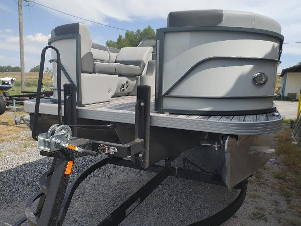 2021 Veranda boat for sale, model of the boat is VR22RC Deluxe Tri-Toon Package & Image # 11 of 34