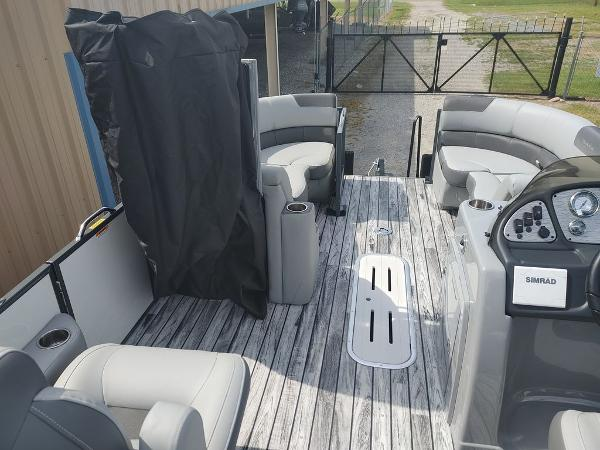 2021 Veranda boat for sale, model of the boat is VR22RC Deluxe Tri-Toon Package & Image # 23 of 34