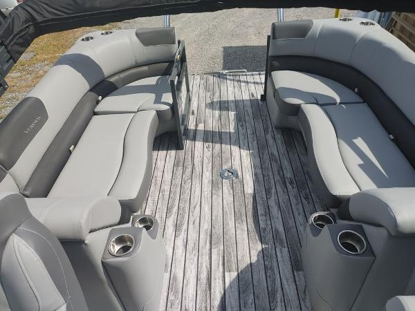 2021 Veranda boat for sale, model of the boat is VR22RC Deluxe Tri-Toon Package & Image # 28 of 34