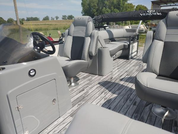 2021 Veranda boat for sale, model of the boat is VR22RC Deluxe Tri-Toon Package & Image # 33 of 34