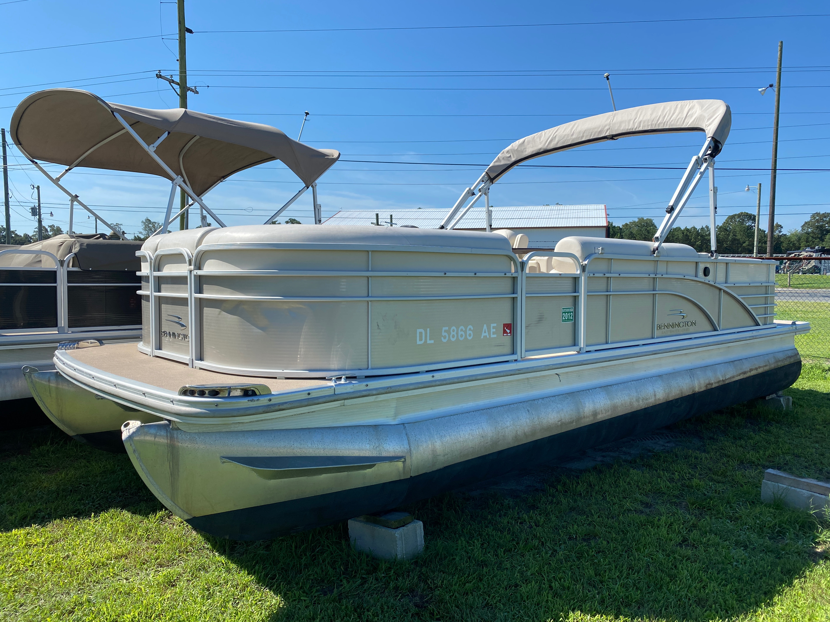2012 Bennington boat for sale, model of the boat is 2275 GCW Pontoon & Image # 1 of 11
