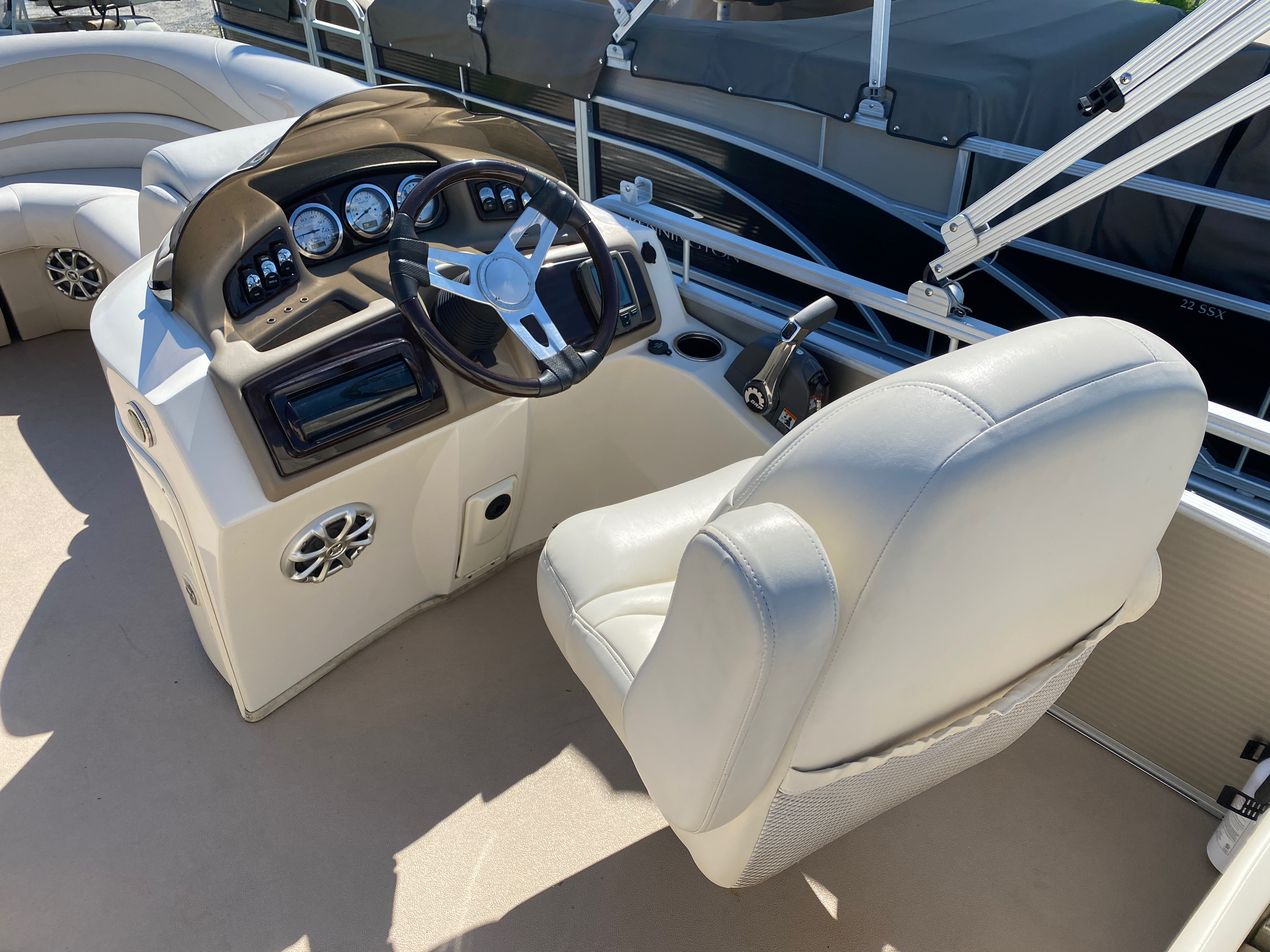 2012 Bennington boat for sale, model of the boat is 2275 GCW Pontoon & Image # 4 of 11