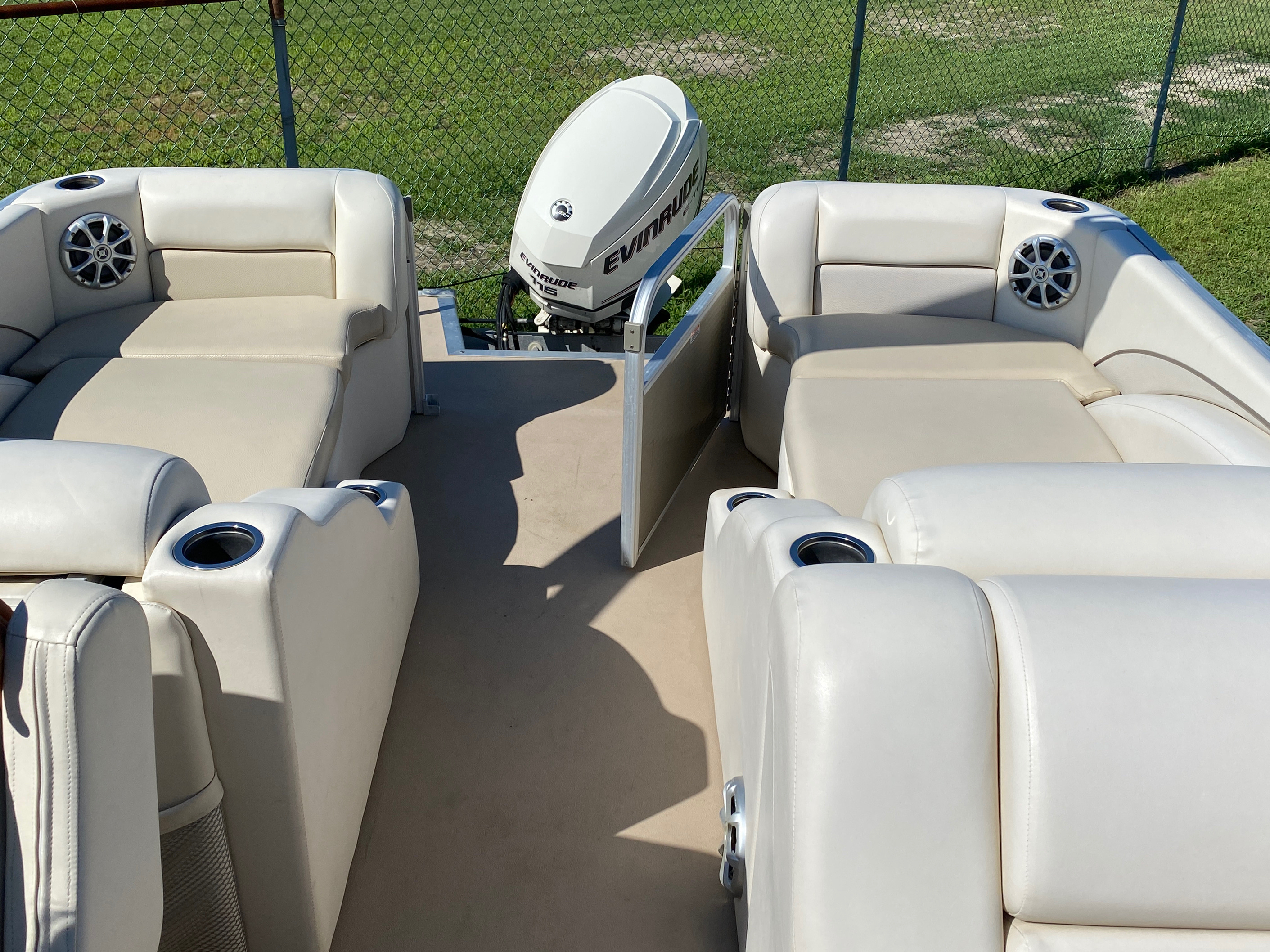 2012 Bennington boat for sale, model of the boat is 2275 GCW Pontoon & Image # 5 of 11