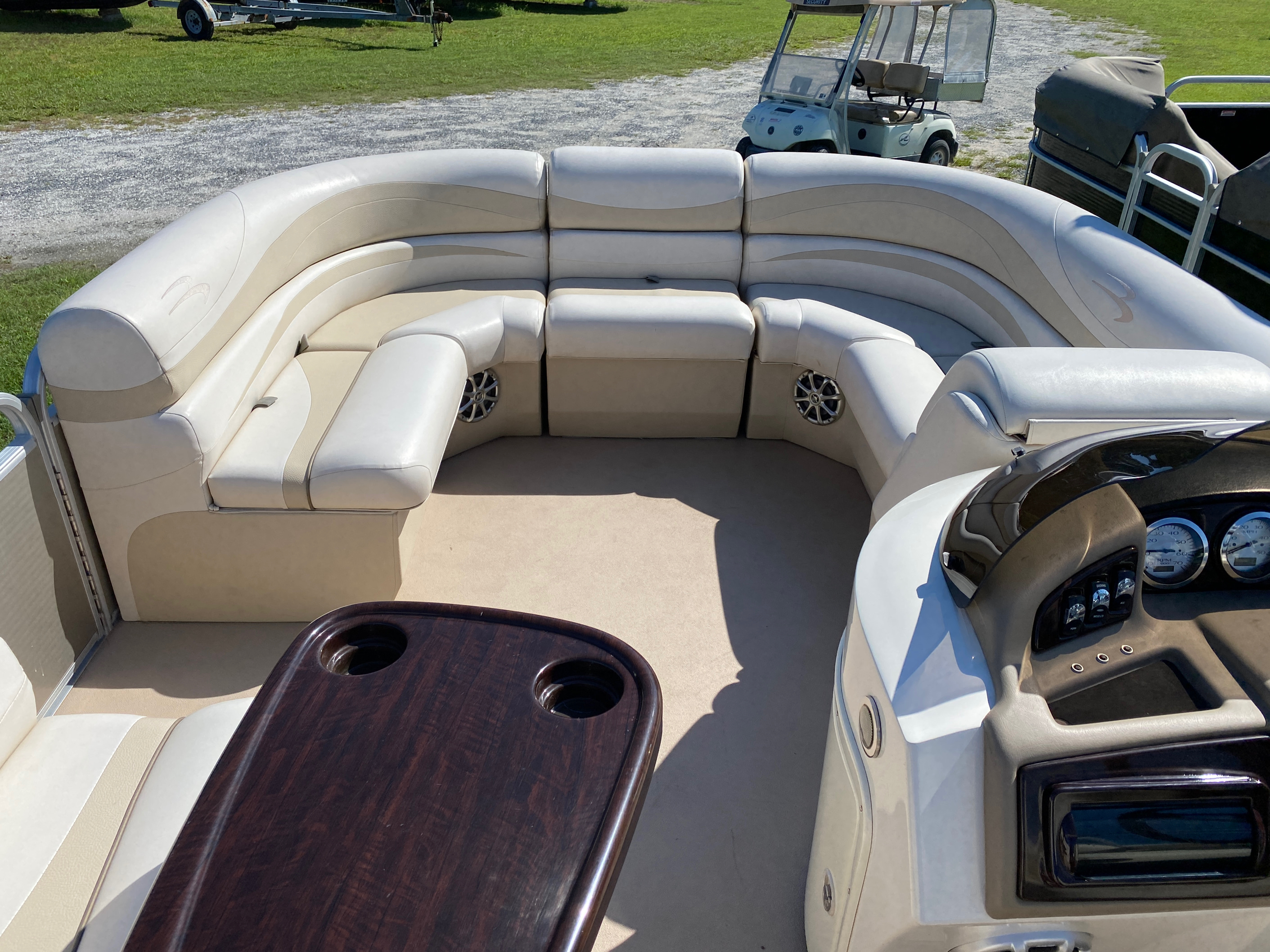 2012 Bennington boat for sale, model of the boat is 2275 GCW Pontoon & Image # 6 of 11