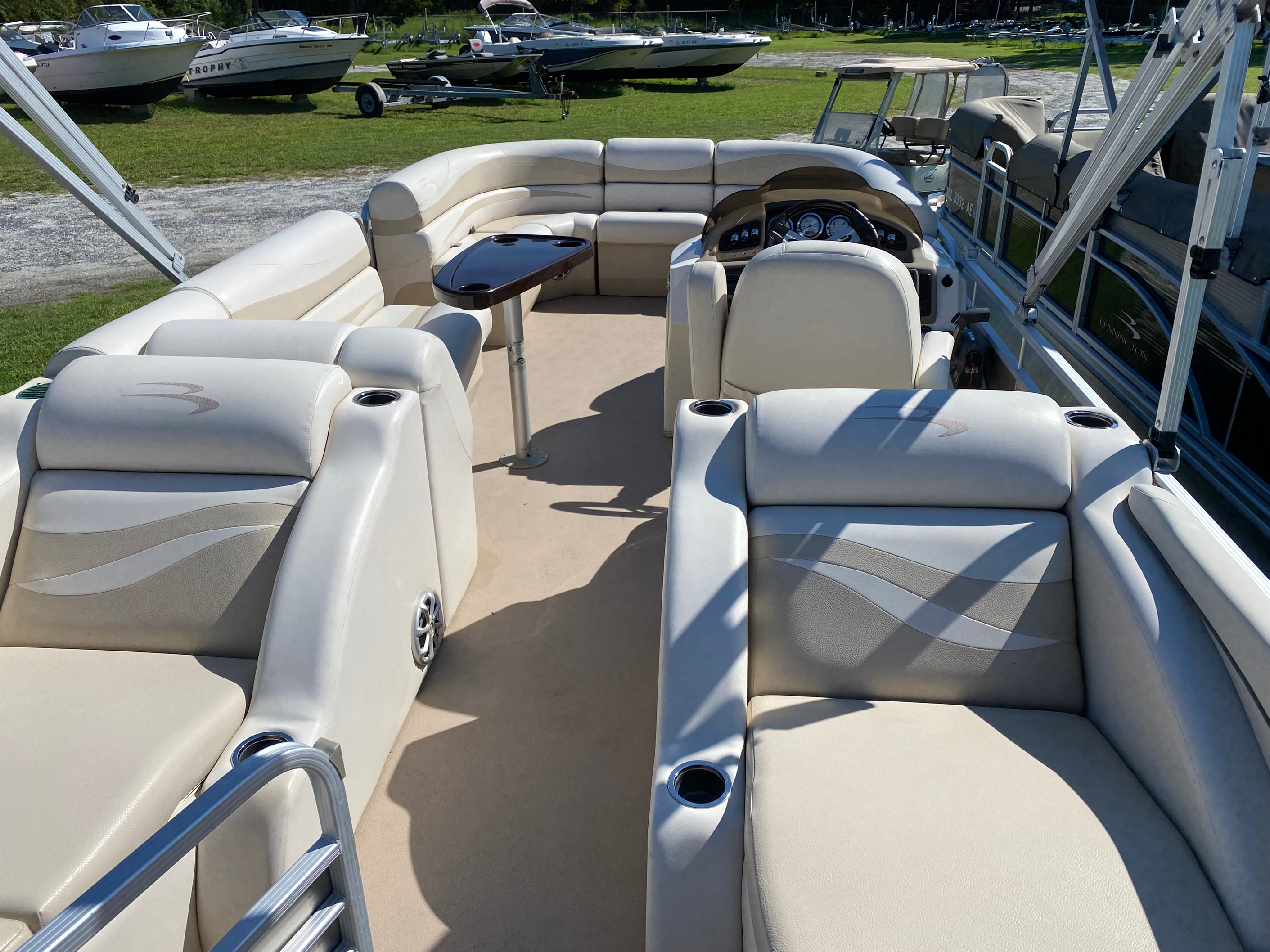 2012 Bennington boat for sale, model of the boat is 2275 GCW Pontoon & Image # 8 of 11