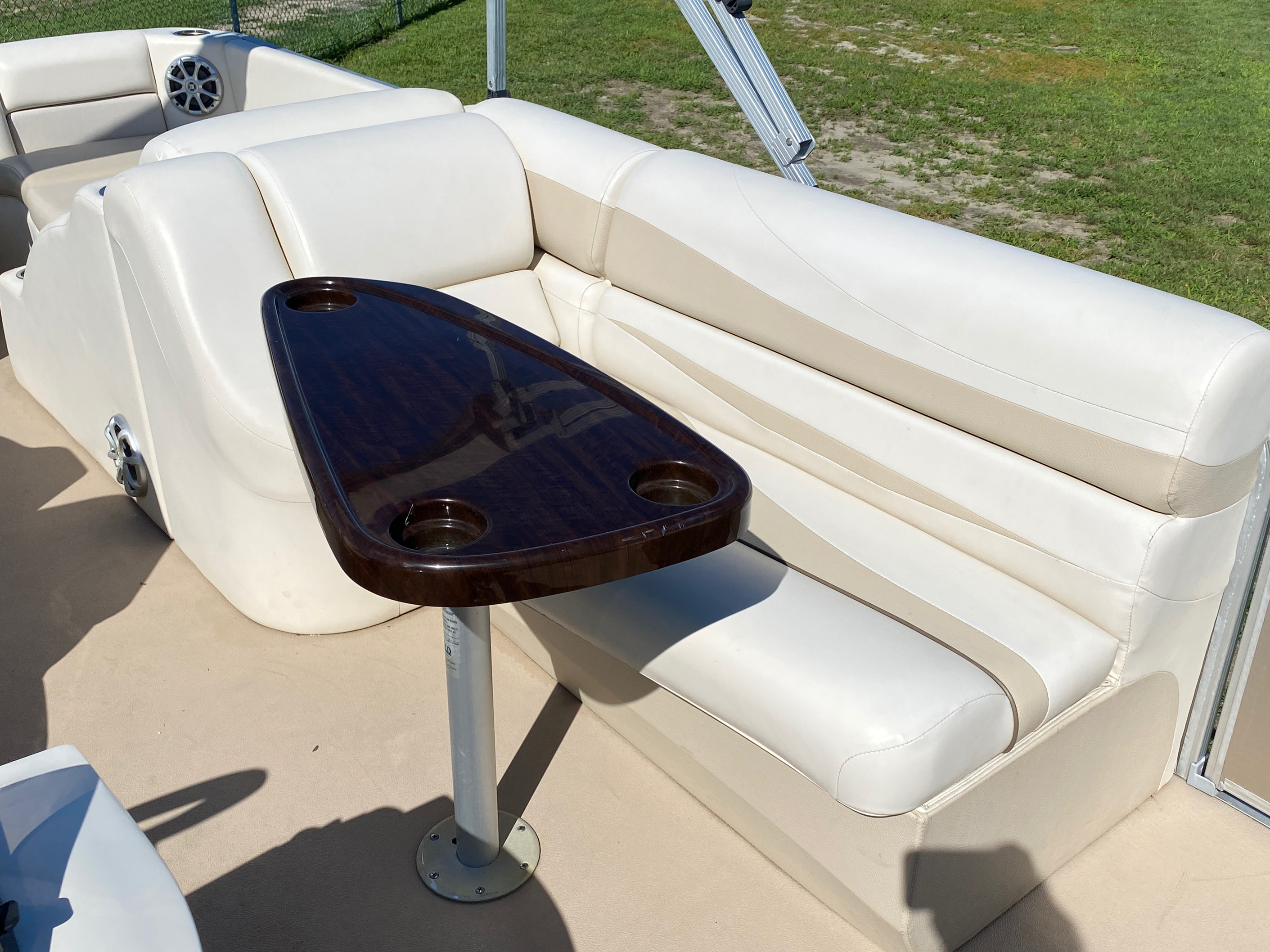 2012 Bennington boat for sale, model of the boat is 2275 GCW Pontoon & Image # 7 of 11